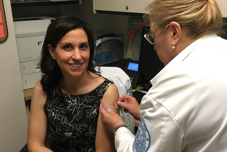 Lisa Ipp getting vaccinated